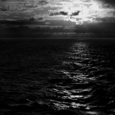 black-and-white-sea--8494